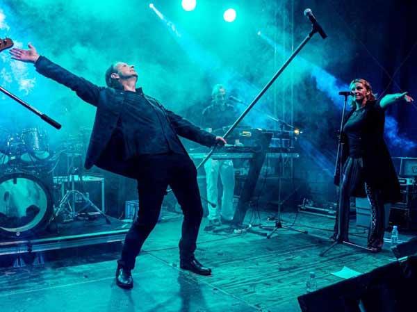 Pose beim Depeche Mode Cover